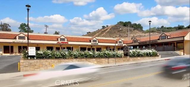 3840 Old Topanga Canyon Road, Calabasas CA: http://media.crmls.org/mediascn/44cec0fc-d5bd-4e9f-8370-c2405d55c152.jpg