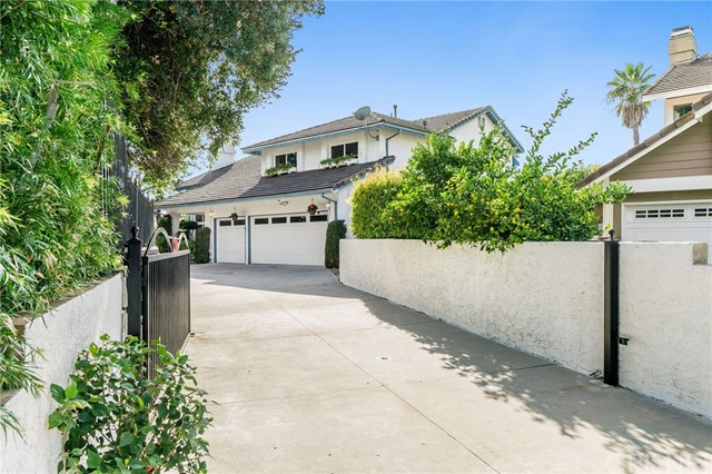 Photo of 22100 Dardenne Street, Calabasas, CA 91302