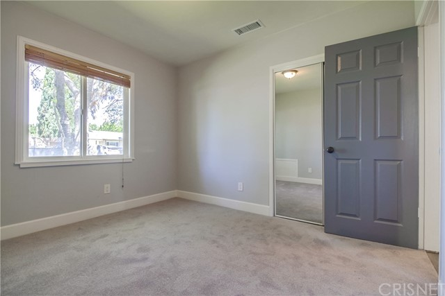 10426 Yolanda Avenue, Northridge CA: http://media.crmls.org/mediascn/454aad42-a609-4e40-9a72-a1cacc161b1c.jpg