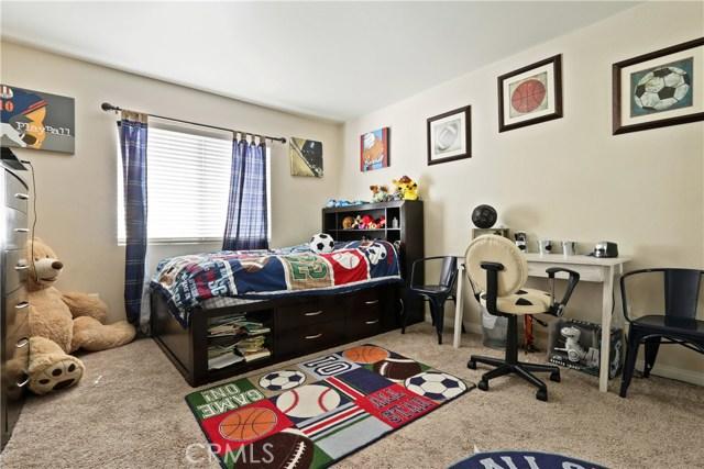 11844 Apple Grove Lane, Sylmar CA: http://media.crmls.org/mediascn/4593e996-be60-473f-a74f-193fe7c605c3.jpg