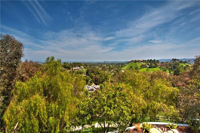 24833 Jacob Hamblin Road, Hidden Hills CA: http://media.crmls.org/mediascn/459841c5-f9c6-4c77-b7cf-300866079222.jpg
