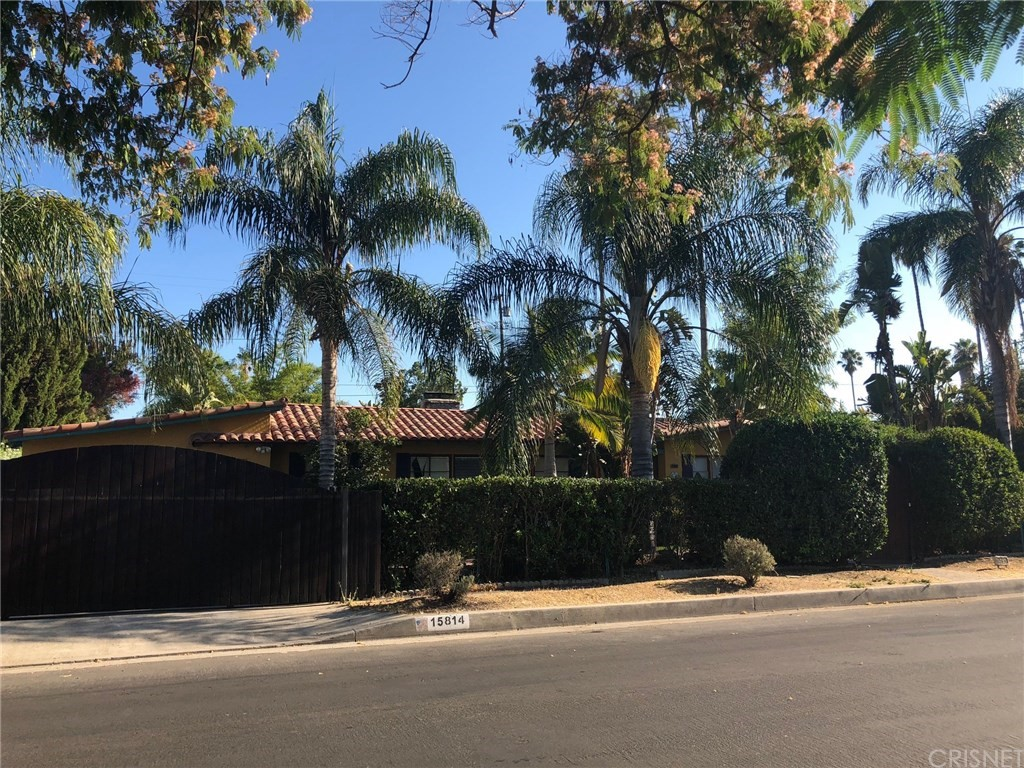 Photo of 15814 GAULT STREET, Lake Balboa, CA 91406