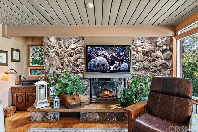 22133 Mulholland Drive, Woodland Hills CA: http://media.crmls.org/mediascn/45b0d4e7-1b3a-4c5c-814f-6ec829b0ce55.jpg