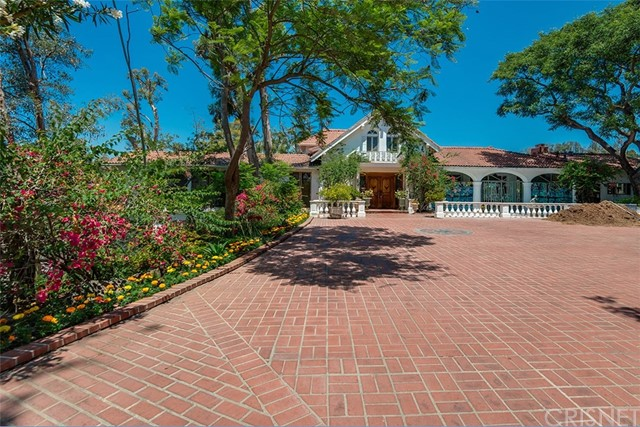 Single Family Home for Sale at 940 Strada Vecchia Road Los Angeles, California 90077 United States