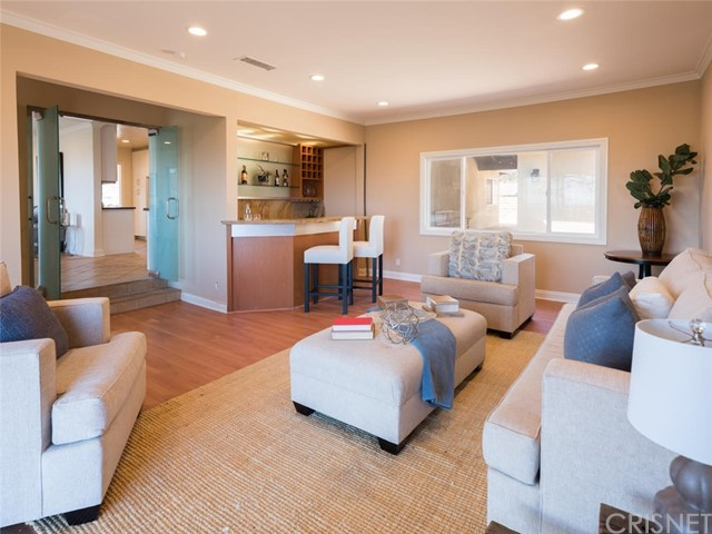 15045 Sherview Place, Sherman Oaks CA: http://media.crmls.org/mediascn/45dcf9df-c214-4c2e-bb9a-86a5d9cc7069.jpg