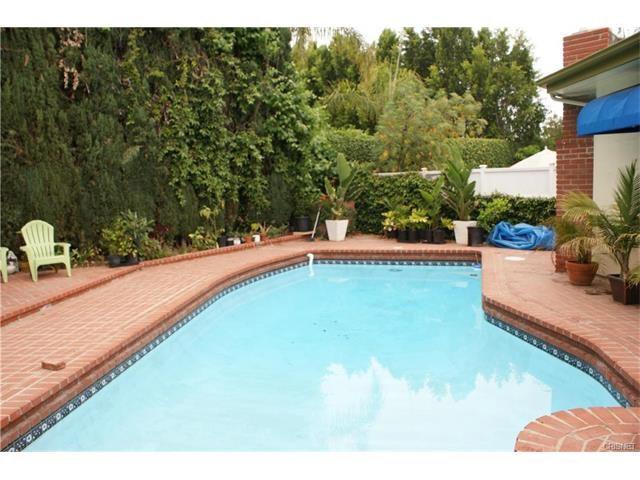 Single Family Home for Rent at 5527 Beckford Avenue Tarzana, California 91356 United States