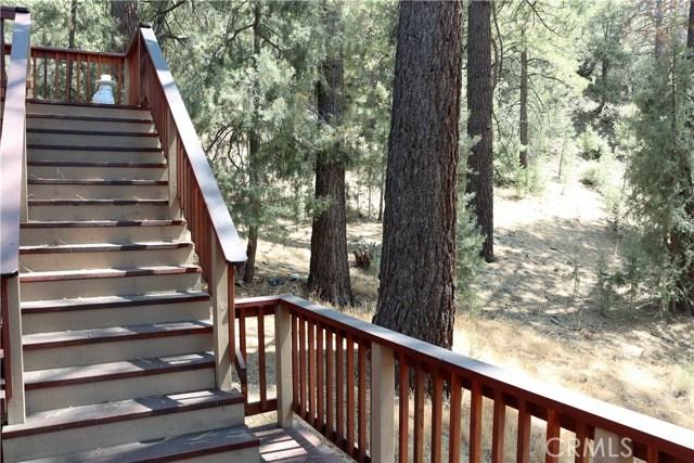 1420 Bernina Drive, Pine Mtn Club CA: http://media.crmls.org/mediascn/45f7428e-857e-4897-9181-aaa999d1cefb.jpg