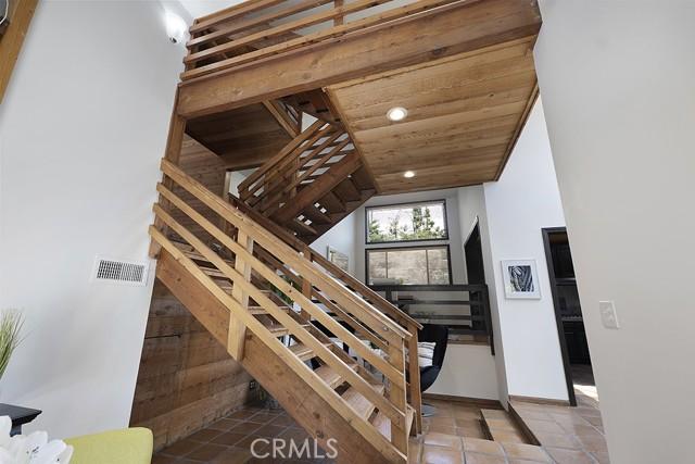 5245 Elvira Road, Woodland Hills CA: http://media.crmls.org/mediascn/4611af4e-619d-4836-9203-eb07afdef16a.jpg