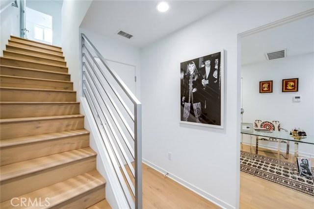 11586 Gallery Lane, Valley Village CA: http://media.crmls.org/mediascn/46250b6a-fb49-4a61-8416-bc125105fe1f.jpg