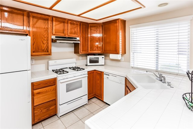 17736 Superior Street, Northridge CA: http://media.crmls.org/mediascn/462a4e45-05f6-4091-977f-973d2b84a191.jpg