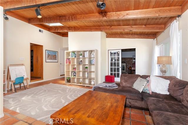5706 Costello Avenue, Valley Glen CA: http://media.crmls.org/mediascn/462e5f64-49d4-4e89-b3cf-785fb5c400ec.jpg