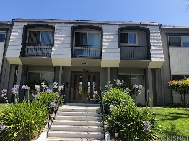 Photo of 22050 Calvert Street #15, Woodland Hills, CA 91367
