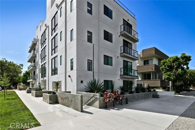 12905 Landale Street, Studio City CA: http://media.crmls.org/mediascn/466819c0-1df0-4525-a25b-bedfd63aebe5.jpg