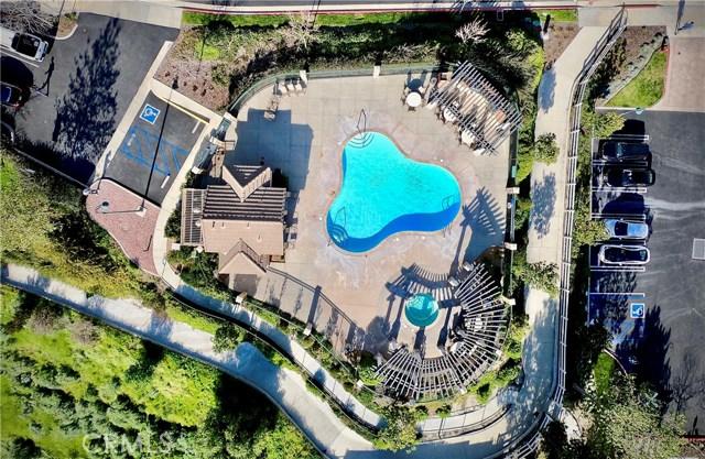 16612 Nicklaus Drive, Sylmar CA: http://media.crmls.org/mediascn/46bb9160-db54-4c7e-a366-82abd01bb3c2.jpg