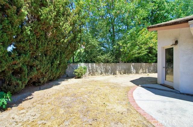 4419 Da Vinci Avenue, Woodland Hills CA: http://media.crmls.org/mediascn/46d3fee4-2550-494a-a747-c1f8d2836ba1.jpg