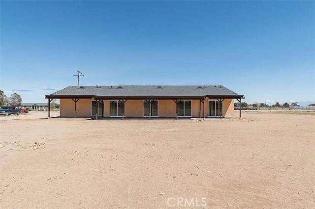 47867 80th W Street, Antelope Acres CA: http://media.crmls.org/mediascn/46d64c50-7eba-4cbf-a775-3dd210b8b501.jpg