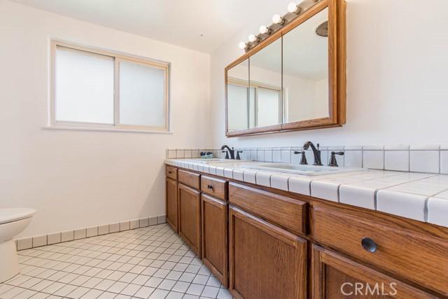 10920 Garden Grove Avenue, Northridge CA: http://media.crmls.org/mediascn/46fee1b3-a45c-4e12-8b0f-9d09d43f0380.jpg
