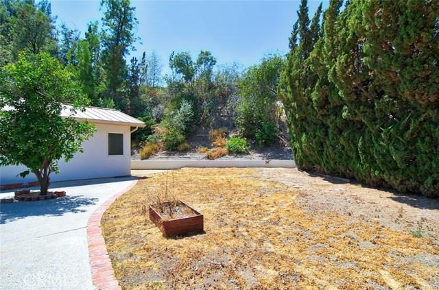 4419 Da Vinci Avenue, Woodland Hills CA: http://media.crmls.org/mediascn/47304d27-658d-4c41-8c39-b546a627dc61.jpg