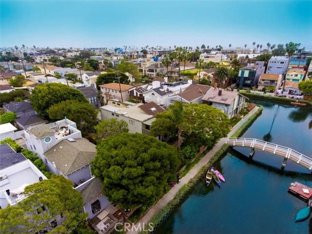 214 Sherman Canal, Venice CA: http://media.crmls.org/mediascn/473d4ba7-d1a8-4cce-8344-971afcf5bcce.jpg
