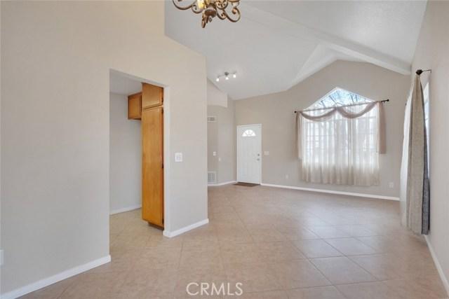 44222 Lively Avenue, Lancaster CA: http://media.crmls.org/mediascn/47870e96-1cef-4625-8941-2b0731d2f202.jpg