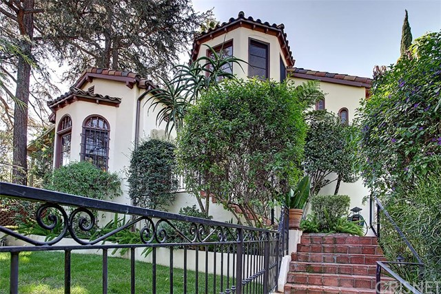 6823 Iris Circle, Hollywood Hills, CA 90068