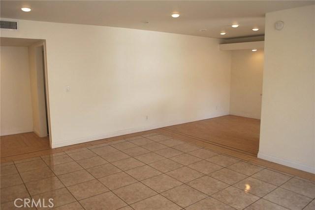 5429 Newcastle Avenue, Encino CA: http://media.crmls.org/mediascn/47cbfab0-74bc-4be5-ab4f-82262a6d2161.jpg