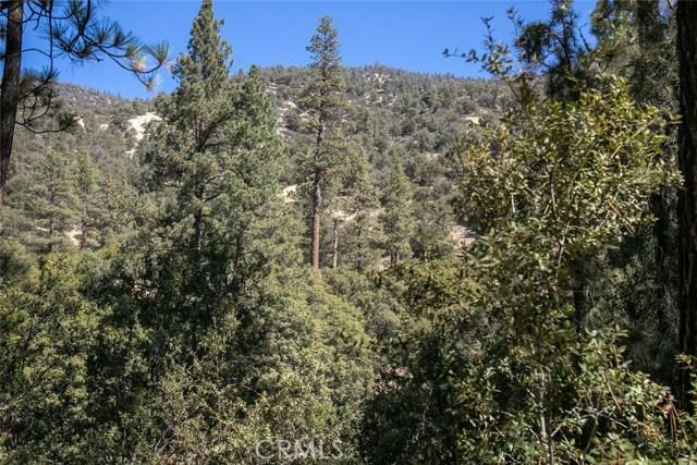 15905 Edgewood Way, Pine Mtn Club CA: http://media.crmls.org/mediascn/47ea78e0-c5c3-4d1c-8eb2-4ee140077ac8.jpg