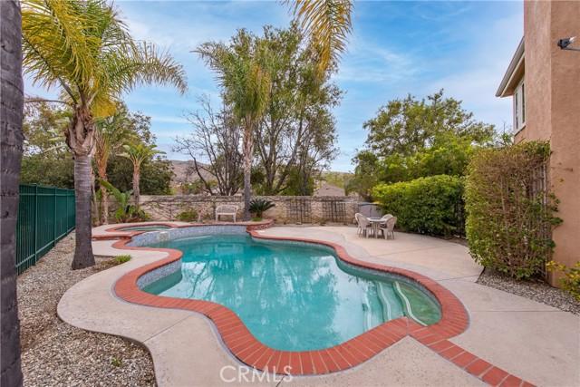 553 Blue Sky Circle, Simi Valley CA: http://media.crmls.org/mediascn/47f67e5d-dd53-478c-8fb8-ab858eebd2b2.jpg