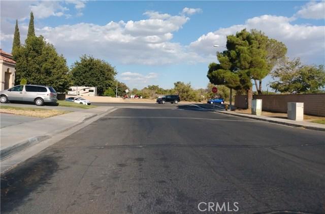 2439 E Avenue R4, Palmdale CA: http://media.crmls.org/mediascn/4820869a-8ab2-4ef8-8636-8e057e12fa0b.jpg