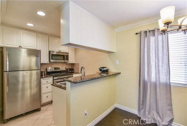 7045 Woodley Avenue, Lake Balboa CA: http://media.crmls.org/mediascn/48255597-674f-4346-b58d-eab1c618df72.jpg