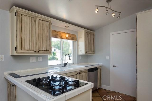 869 Yorkshire Avenue, Thousand Oaks CA: http://media.crmls.org/mediascn/4846a7f7-009a-4942-8234-f5ce7831c4aa.jpg