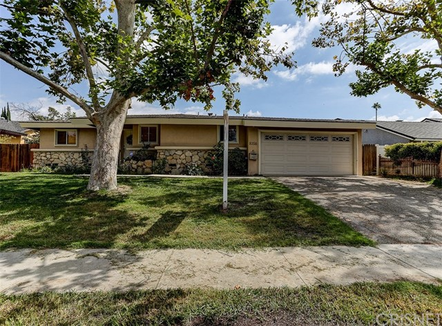 Casa Unifamiliar por un Venta en 8356 Sausalito Avenue Canoga Park, California 91304 Estados Unidos