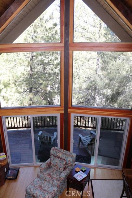 1420 Bernina Drive, Pine Mtn Club CA: http://media.crmls.org/mediascn/4867ba21-8d9e-4e41-8871-1d1f4a3b69fe.jpg