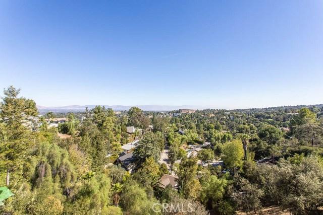 4964 Medina Road, Woodland Hills CA: http://media.crmls.org/mediascn/48817f4a-dbe6-48da-a5d9-b2dc24663e64.jpg