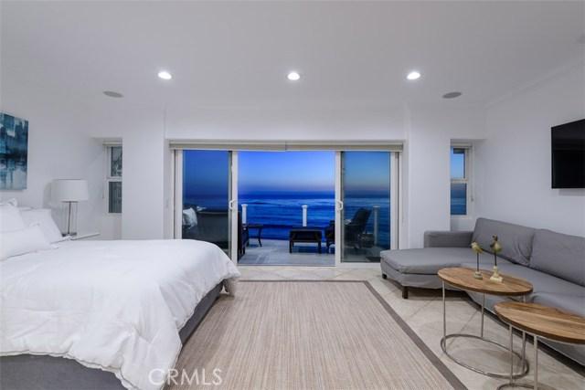 11874 Beach Club Way, Malibu CA: http://media.crmls.org/mediascn/4904daef-59ea-44f2-8fdc-b6775e55feef.jpg