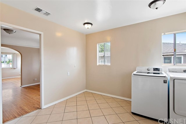 721 N Orange Grove Avenue, Los Angeles CA: http://media.crmls.org/mediascn/4917d445-e095-496e-861b-21b7c4031905.jpg