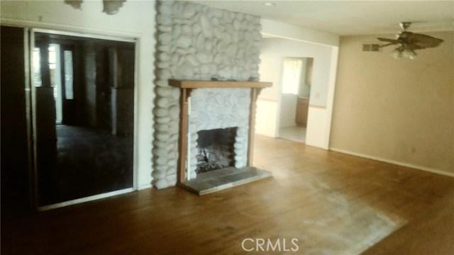 21811 Elkwood Street, Canoga Park CA: http://media.crmls.org/mediascn/49801d8b-4cbc-4197-90b5-2601184729ed.jpg