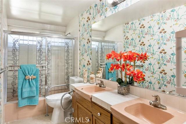 10624 Gaviota Avenue, Granada Hills CA: http://media.crmls.org/mediascn/4986584b-7514-4ca4-a49d-8cba09794b55.jpg