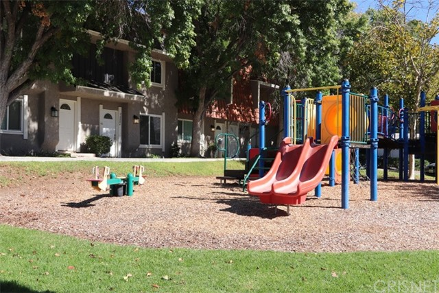 22532 Paseo Terraza, Saugus CA: http://media.crmls.org/mediascn/49c016be-6b04-4c92-9106-d0ad1c08fc90.jpg