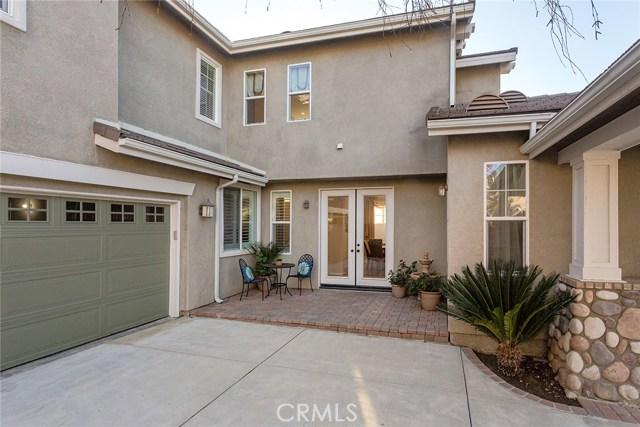 14690 Corkwood Drive, Moorpark CA: http://media.crmls.org/mediascn/49df71cb-641d-4dfd-9920-720f40358af0.jpg