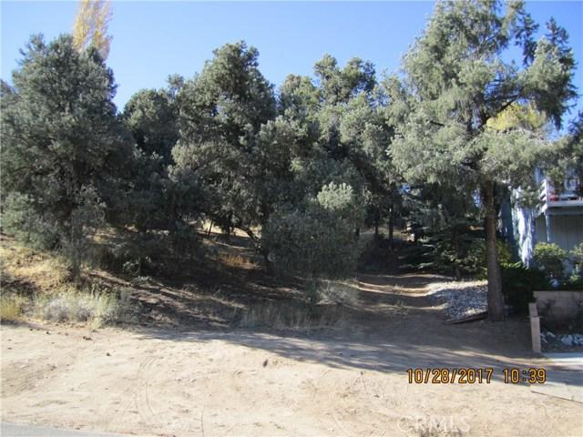1305 Pinetree Drive, Frazier Park CA: http://media.crmls.org/mediascn/4a6abea2-26f4-4a5d-9e44-f5d31c1e59ab.jpg