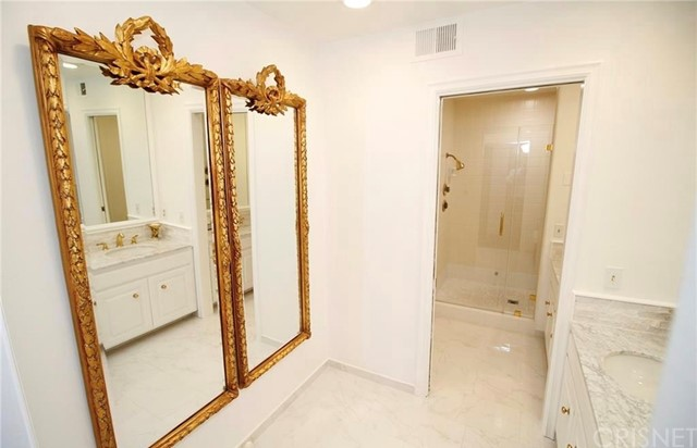 4952 Encino Avenue, Encino CA: http://media.crmls.org/mediascn/4ab6d176-1248-48a7-ba3b-8cbabb14c4ce.jpg