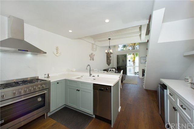 22 E Navy St, Santa Monica, CA 90291 Photo 6