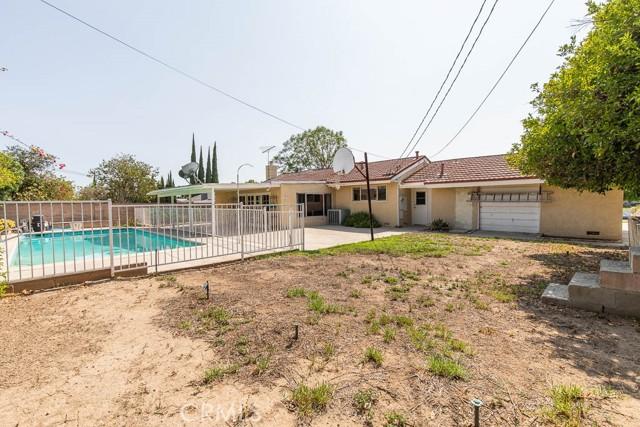 10920 Garden Grove Avenue, Northridge CA: http://media.crmls.org/mediascn/4af36916-e0e1-415f-ab58-dd3b0088faf8.jpg