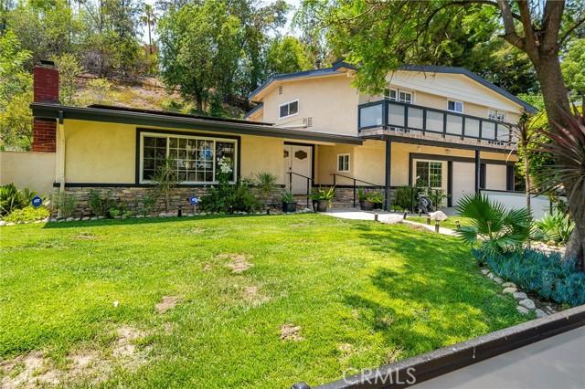 20324 Reaza Place, Woodland Hills CA: http://media.crmls.org/mediascn/4afc73b0-4501-463d-8895-11e882e2e0cd.jpg