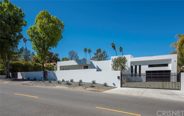Photo of 20141 Wells Drive, Woodland Hills, CA 91364