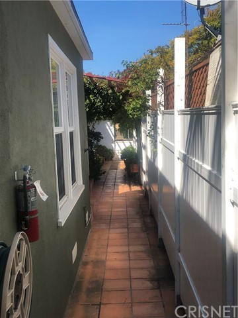 714 Ocean Park Bl, Santa Monica, CA 90405 Photo 2