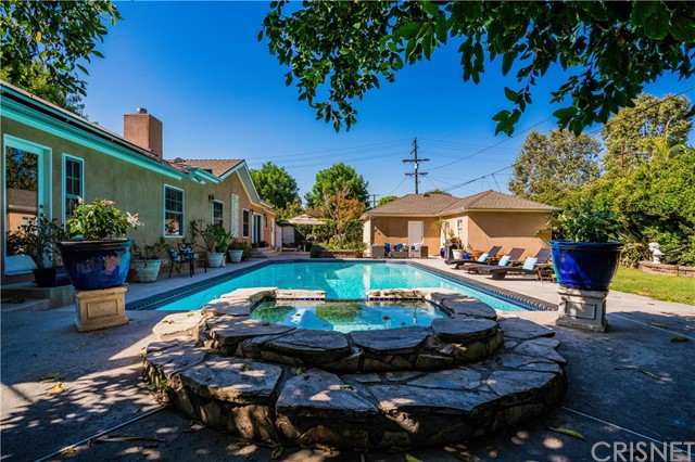 4554 Sancola Avenue, Toluca Lake CA: http://media.crmls.org/mediascn/4b828f57-796b-4507-aa26-2837d75ff9bb.jpg