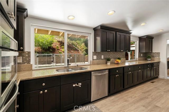 20324 Reaza Place, Woodland Hills CA: http://media.crmls.org/mediascn/4bb9a494-7a95-449d-9fac-24e8b1a299db.jpg