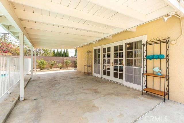 10920 Garden Grove Avenue, Northridge CA: http://media.crmls.org/mediascn/4bc1e6fb-11d1-4f2f-ad1f-8eefaef60bb2.jpg